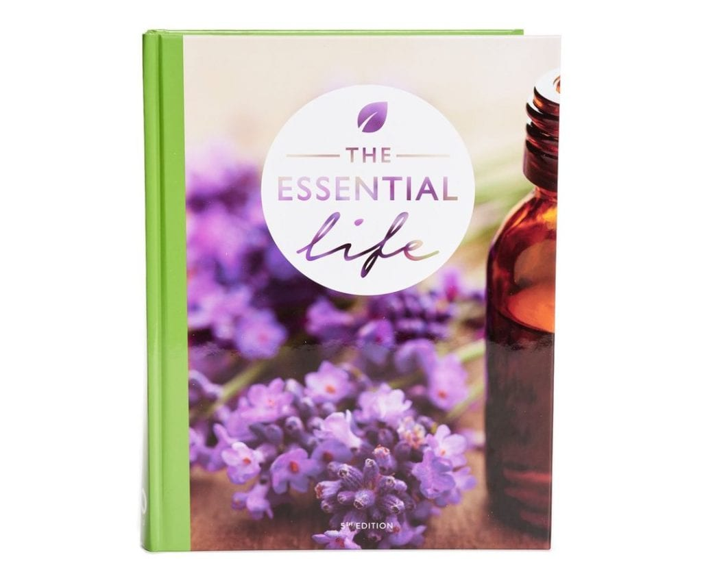 The Essential Life Book   The Ultimate Guide to Essential Oil Accessories